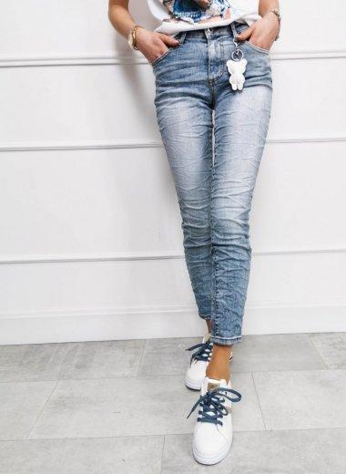 Spodnie jeansowe Panay z brelokiem