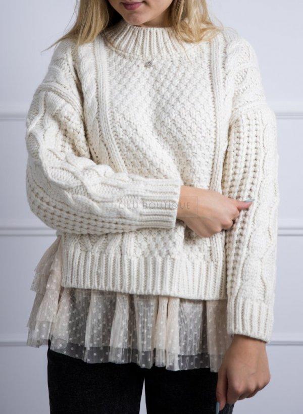 Sweter o warkoczowym splocie z tiulem krem