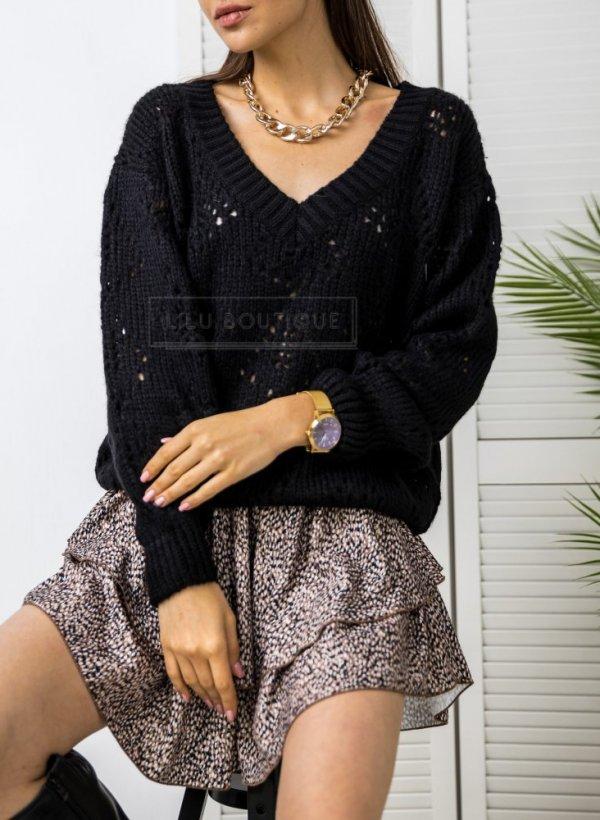Sweter w serek ażurowy milutki Aguri czarny