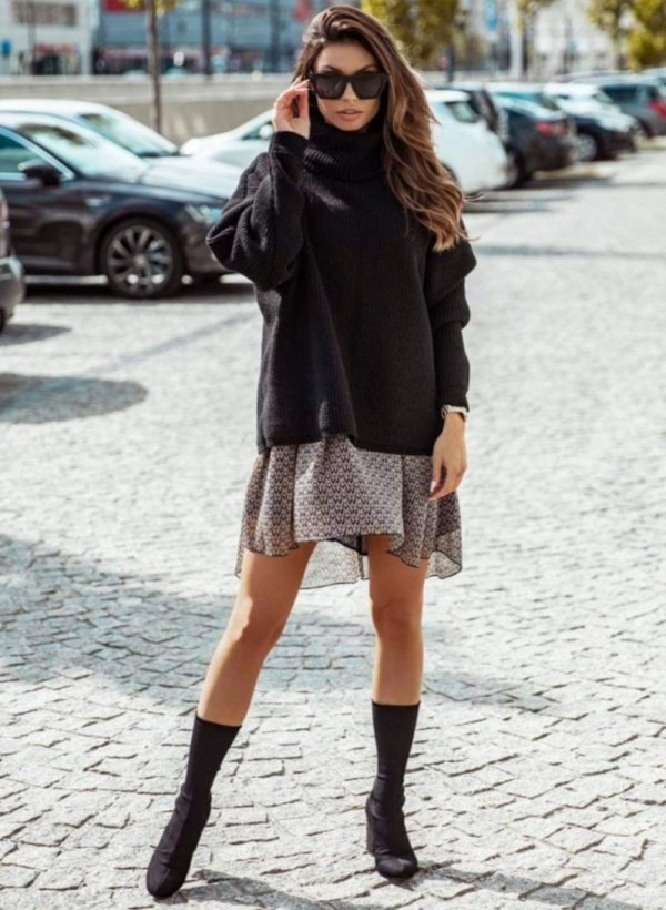 Sweter z luźnym golfem Vessa czarny