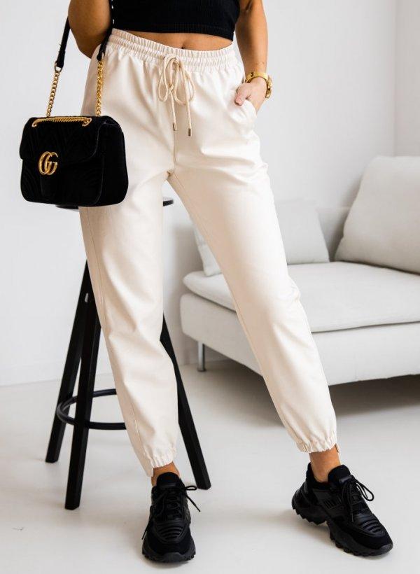 Spodnie typu Jogger z eko-skórki
